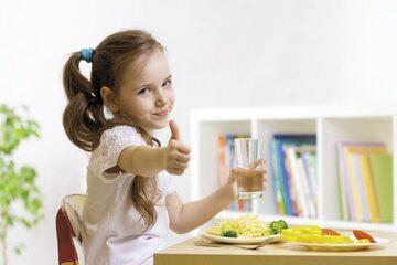 Nawyk picia wody jest szkolnym sprzymierzeńcem