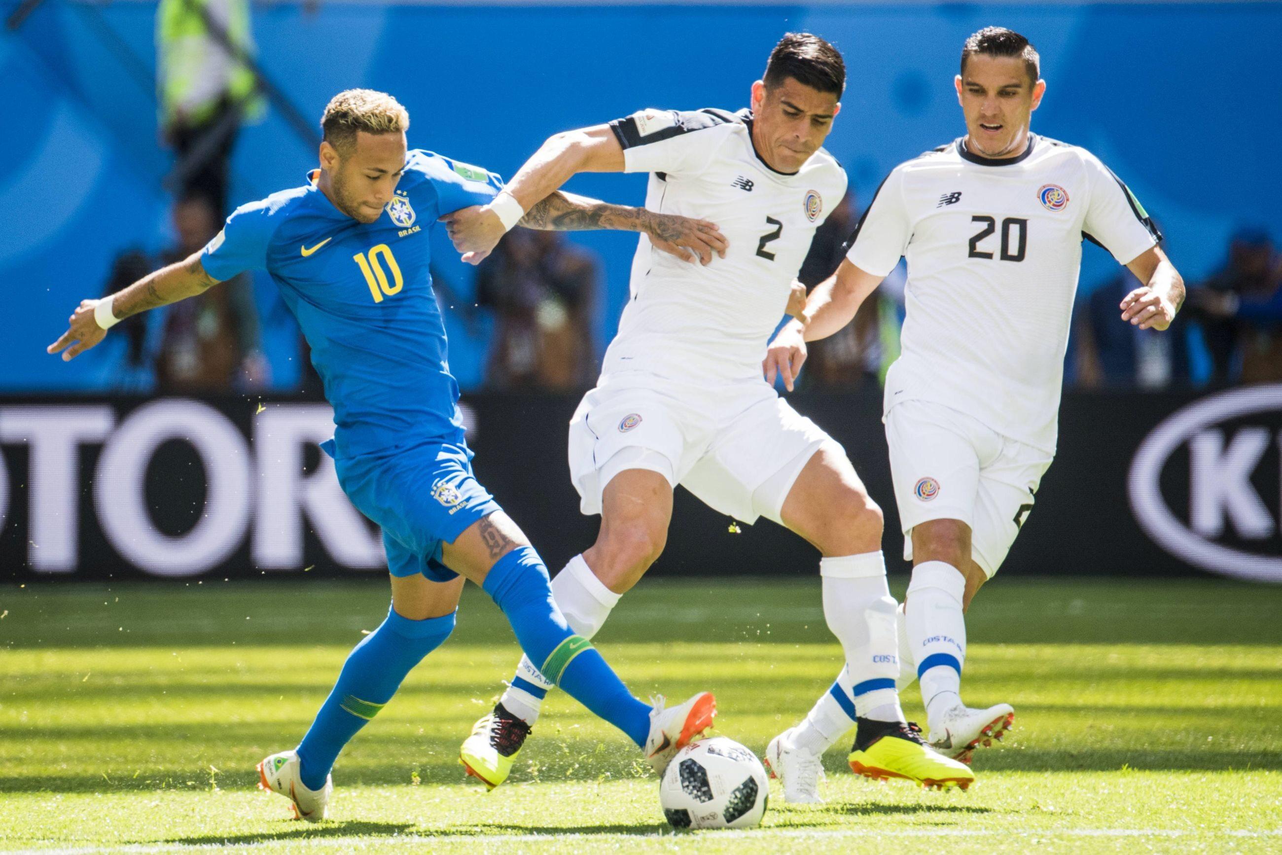 Neymar w walce z piłkarzami Kostaryki
