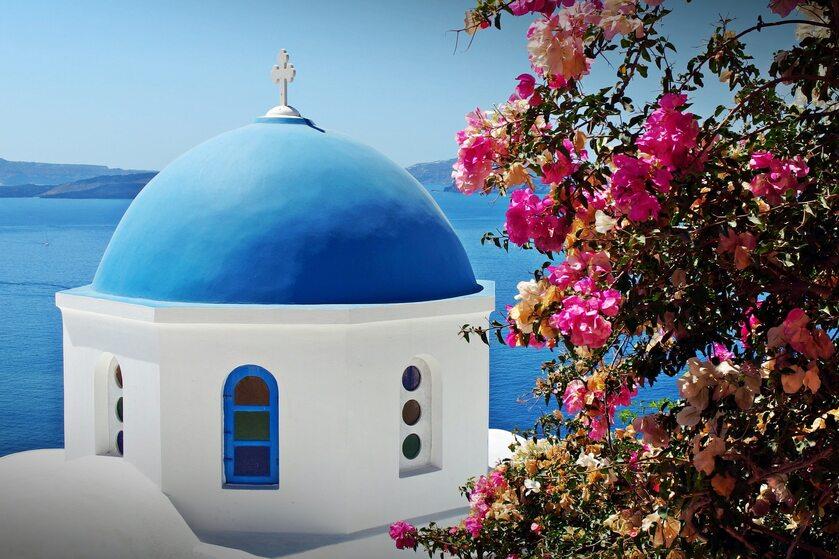 Niebiesko-biały kościół na wyspie Santorini