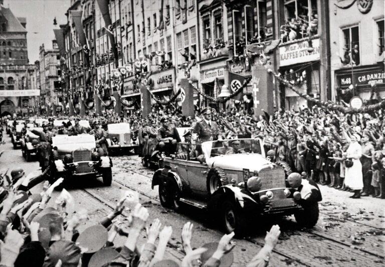Niemcy witają Hitlera w Gdańsku – po wojnie udawali, że byli Konradami Wallenrodami