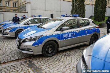 Nissany Leafy jako radiowozy polskiej policji