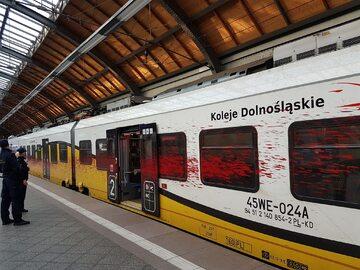 Oblany farbą pociąg