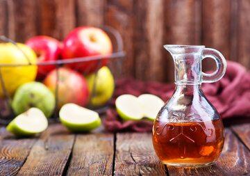 Ocet jabłkowy w szklanej butelce