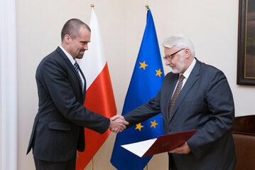 Od lewej: ambasador Jakub Kumoch i minister spraw zagranicznych Witold Waszczykowski