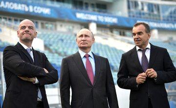 Od lewej: Gianni Infantino, Władimir Putin, Veniamin Kondratyev (gubernator Krasnodaru)