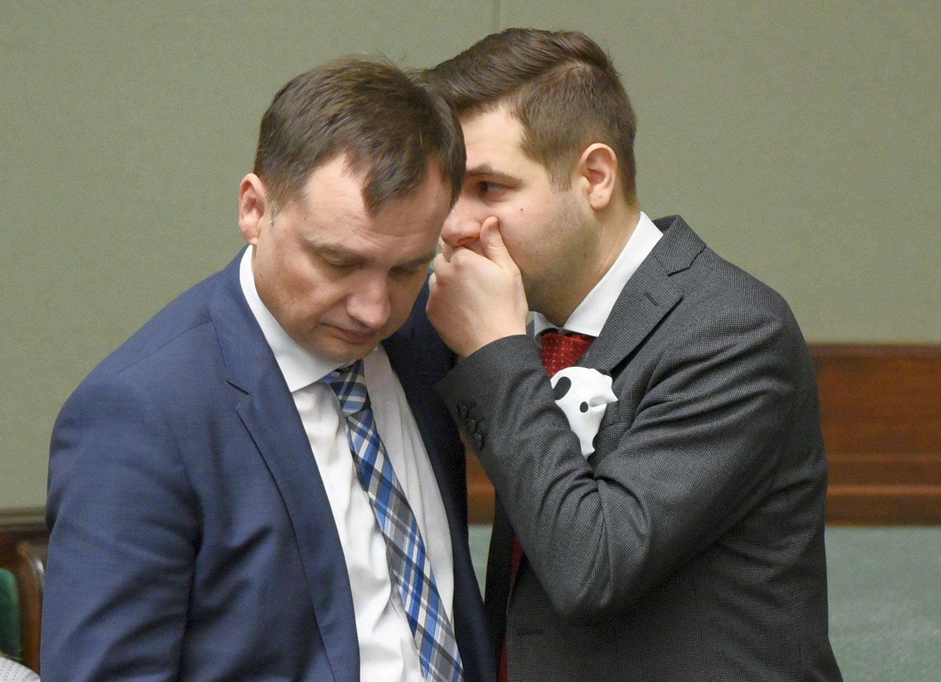 Od lewej: minister sprawiedliwości Zbigniew Ziobro, wiceminister sprawiedliwości Patryk Jaki
