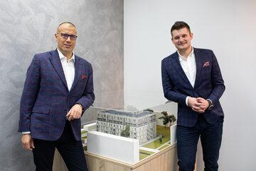 Od lewej: Piotr Hofman, prezes HM Invest SA i Bartosz Dąbrowski, prezes HM Factory
