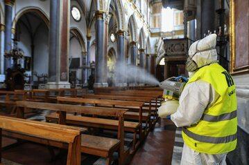 Odkażanie kościoła w Neapolu