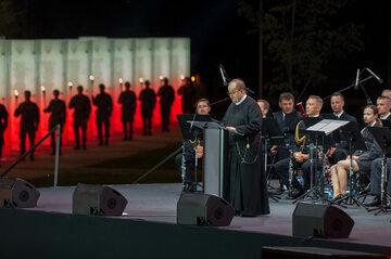 Ojciec Tadeusz Rydzyk na otwarciu Parku Pamięci Narodowej w Toruniu