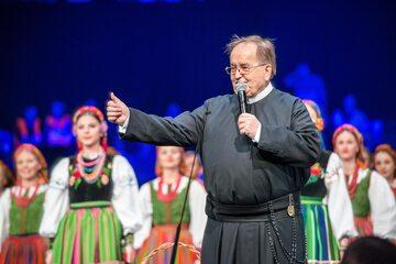 Ojciec Tadeusz Rydzyk na urodzinach Radia Maryja