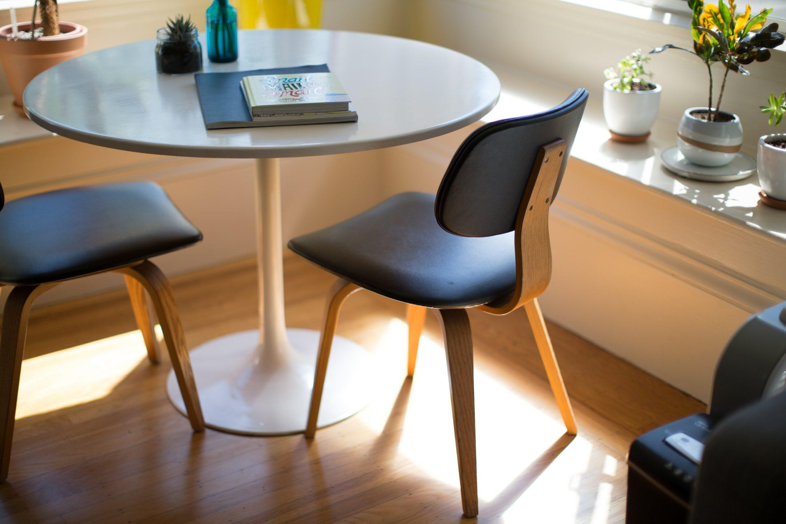Okrągły stół kawowy