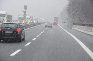 Opady śniegu, zdjęcie ilustracyjne
