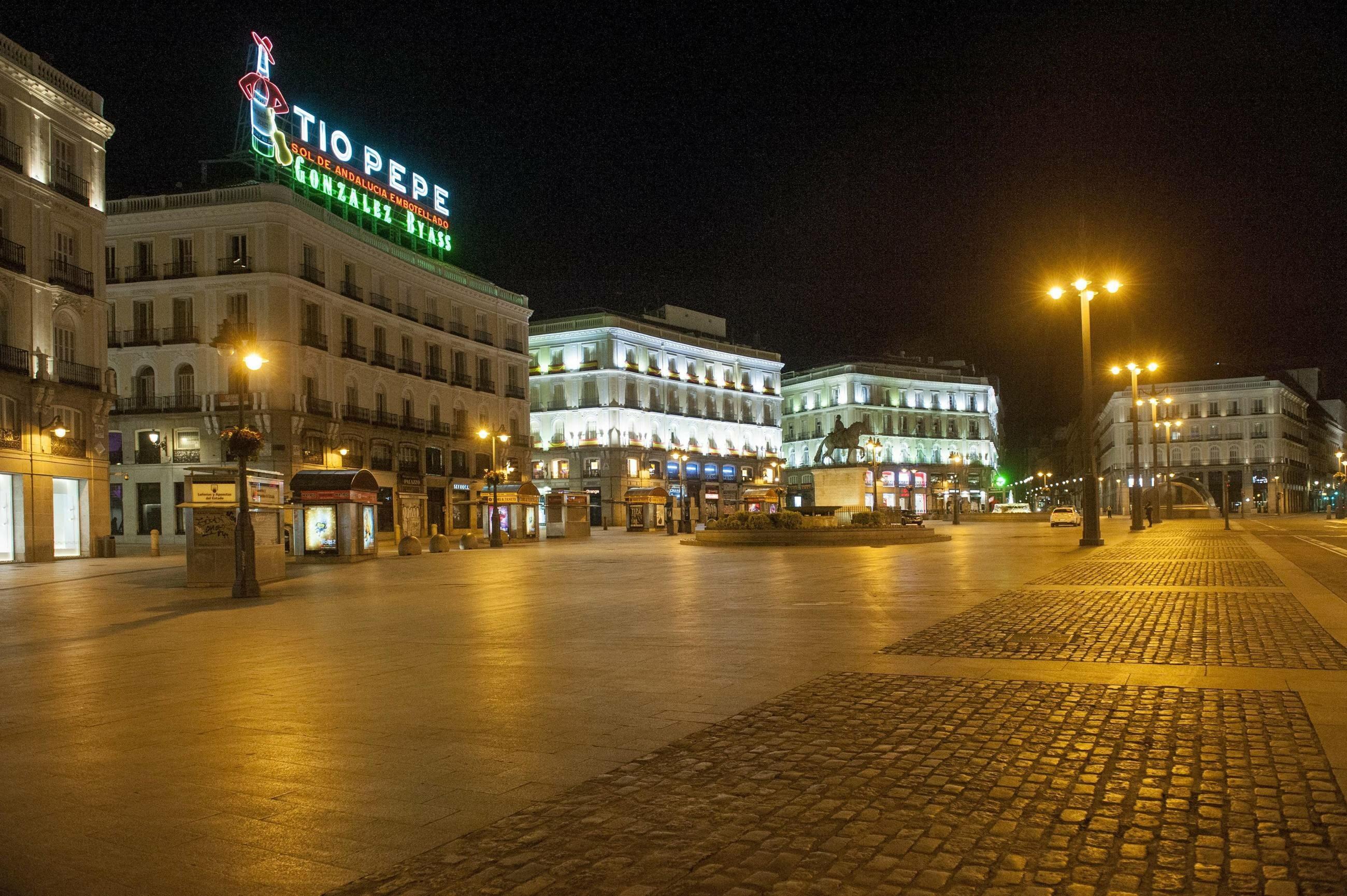 Opustoszały Puerta del Sol w Madrycie