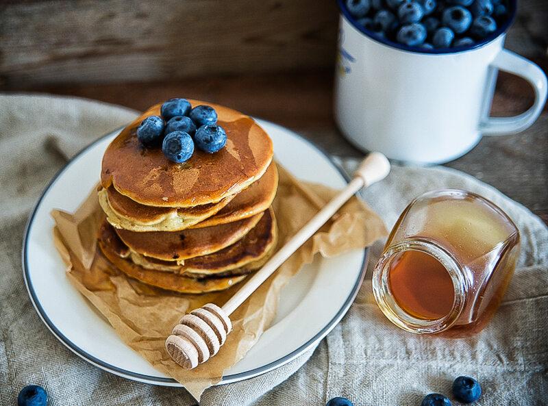 Orkiszowe pancakes z borówkami