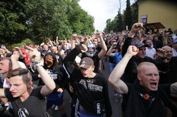 Osoby wyrażające swój sprzeciw wobec Marszu Równości