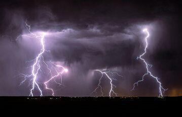 Ostrzeżenie przed burzami, zdjęcie ilustracyjne