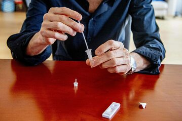 Ozdrowieńcy zostaną ponownie zakażeni dla badań (zdjęcie ilustracyjne)