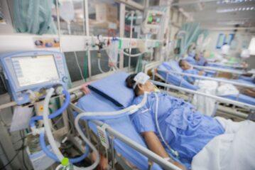 Pacjenci na oddziale intensywnej opieki medycznej zdjęcie ilustracyjne