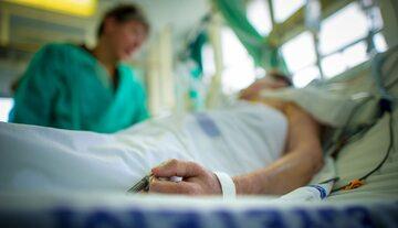 Pacjent w szpitalu, zdj. ilustracyjne
