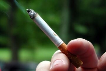 Palenie przy dzieciach szkodzi na ich oczy