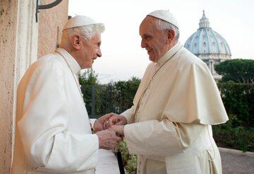 Papież Benedykt XVI i papież Franciszek