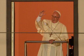 Papież Franciszek w oknie przy Franciszkańskiej 3