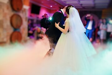 Para młoda podczas wesela