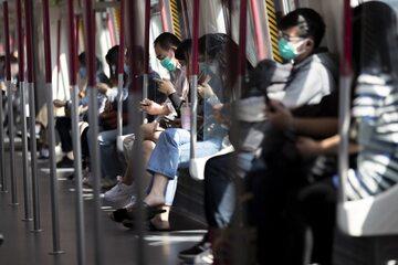 Pasażerowie metra w Chinach