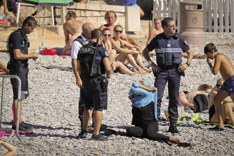Patrol na śródziemnomorskiej plaży