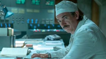 "Paul Ritter jako Anatoly Dyatlov w serialu ""Czarnobyl"""