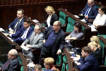 Paweł Kukiz wśród polityków PSL, Nowoczesnej i Kukiz'15