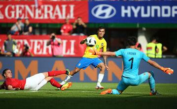 Philippe Coutinho strzela gola dla Brazylii