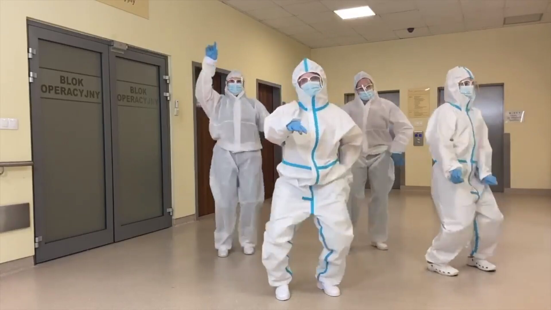 Pielęgniarki śpiewają i tańczą w rytm Bella Ciao