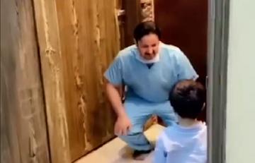 Pielęgniarz odmawia synowi uścisku z powodu koronawirusa