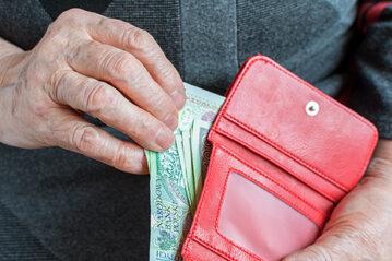 Pieniądze, emeryt, zdj. ilustracyjne