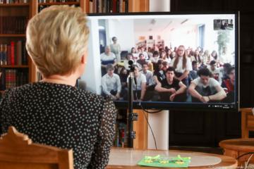 Pierwsza dama Agata Kornhauser-Duda rozmawia z licealistami