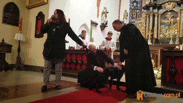 Pies na mszy w Bartągu