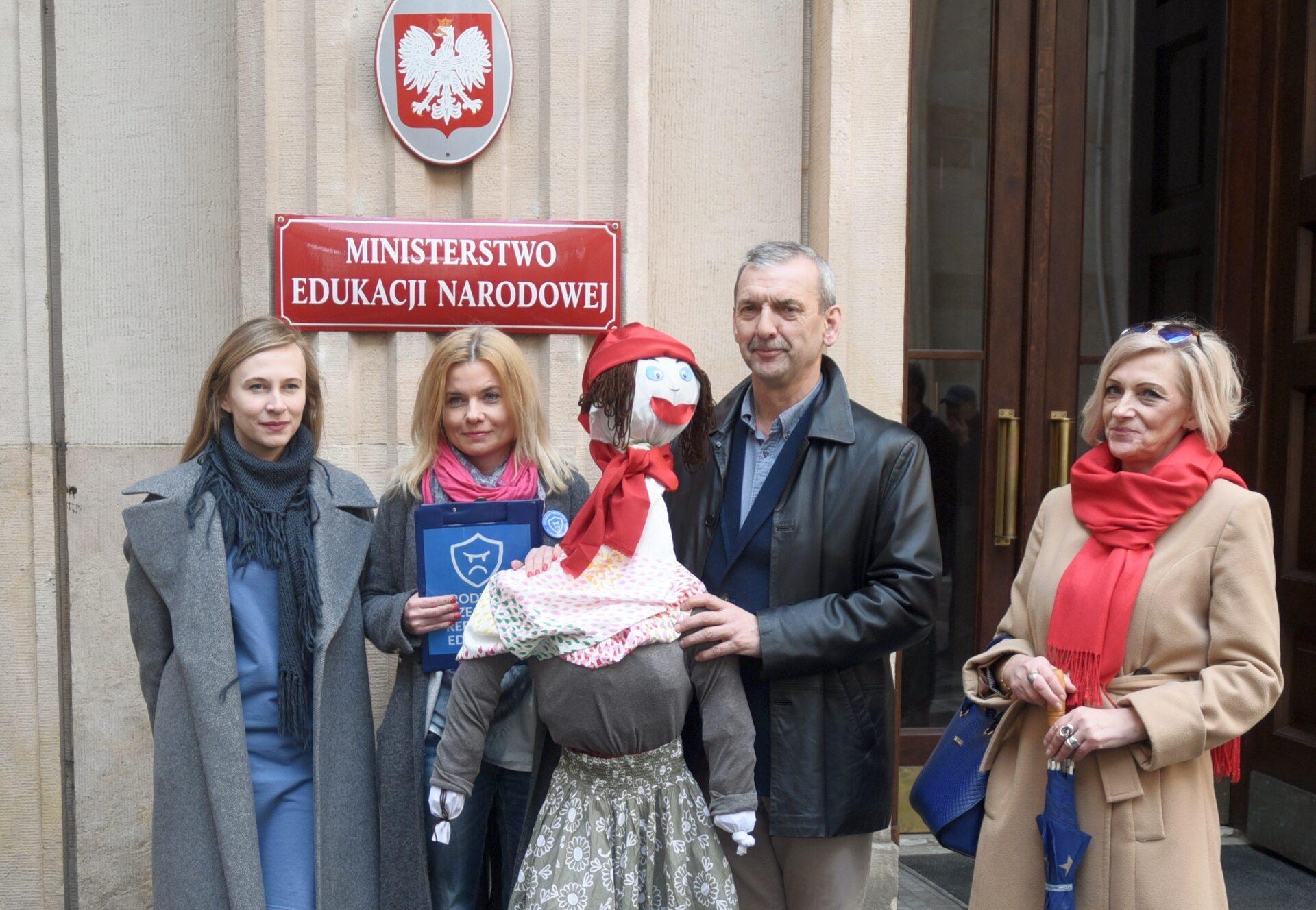Pikieta ZNP pod Ministerstwem Edukacji