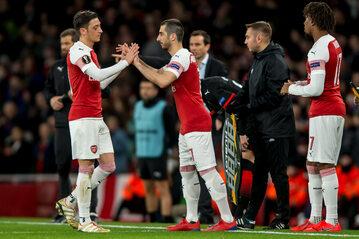 Piłkarze Arsenalu, w środku Henrikh Mkhitaryan