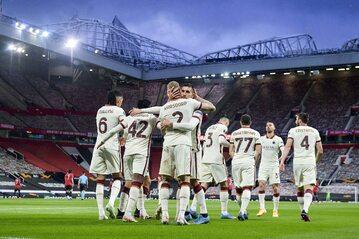 Piłkarze AS Romy w pierwszym meczu z Manchesterem United