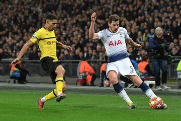 Piłkarze Borussii i Tottenhamu podczas pierwszego meczu