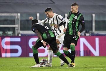 Piłkarze Ferencvaros i Cristiano Ronaldo