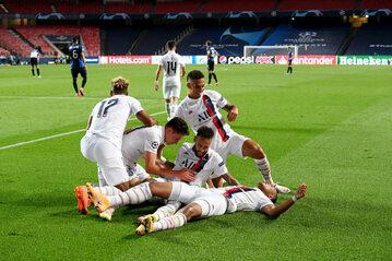 Piłkarze PSG po zwycięstwie nad Atalantą w ćwierćfinale Ligi Mistrzów