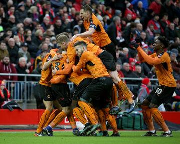 Piłkarze Wolverhampton Wanderers po strzelonym golu