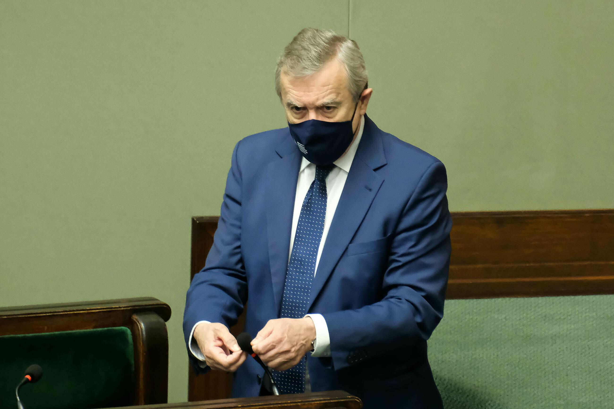 Piotr Gliński podlicza zarobki Donalda Tuska. Zestawia go przy tym z... Andrzejem Dudą