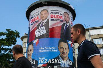 Plakaty wyborcze Rafała Trzaskowskiego i Andrzeja Dudy