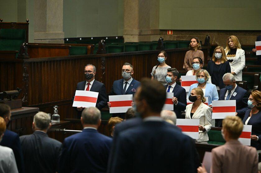 Plansze z kolorami białoruskiej flagi