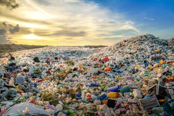 Plastikowe śmieci, zdjęcie ilustracyjne