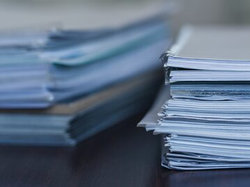 Plik dokumentów, zdj. ilustracyjne