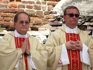 Po lewej ojciec Tadeusz Rydzyk